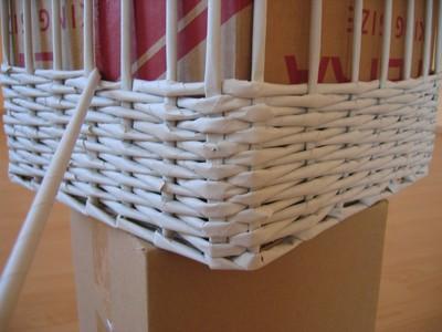 44363d0fc V požadovanej výške ukončite pletenie na rovnakom rohu, kde je začiatok a  ruličku zastrčte za osnovné ruličky.